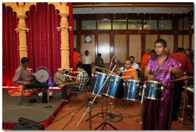 The drummers give beat during Samuh Raas