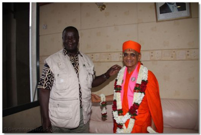 Senior airport officer with HDH Acharya Swamishree