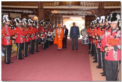 HDH Acharya Swamishree arrives in the temple hall