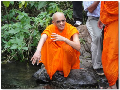 HDH Acharya Swamishree at the bank of a stream