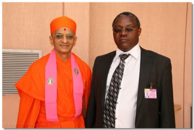 HDH Acharya Swamishree with Stephen M Gichuki, Managing Director, Kenya Airport Authority at JKIA, Nairobi