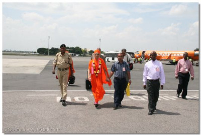 HDH Acharya Swamishree arrives in Dar es Salaam