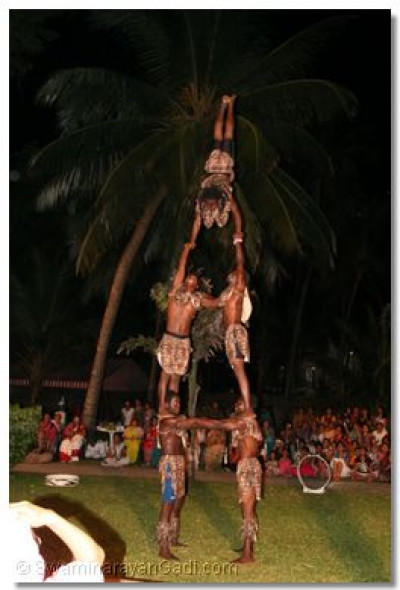 From flying through hoops to human pyramids these traditional dancers did all possible to please the Lord