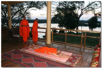 Daily niyams and prathna beings conducted by HDH Acharya Swamishree and sant mandal