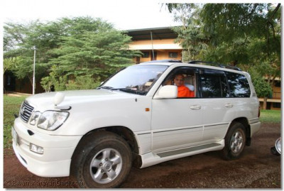 Acharya Swamishree leaving his quarters