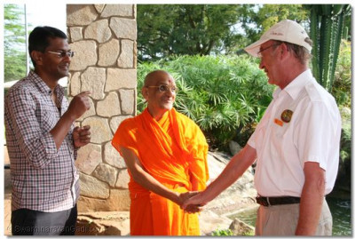 Mr Richard, the manager of Chobe Safari Lodge bidding farewell to HDH Acharya Swamishree