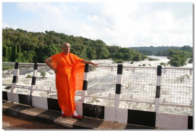 Acharya Swamishree giving his divine darshan at Karuma Water falls - Uganda