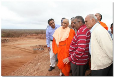 HDH Acharya Swamishree watches the iron-ore processing plant