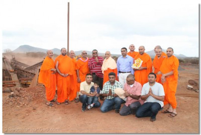 Management team that run the mine pose with HDH Acharya Swamishree