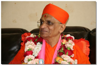 HDH Acharya Swamishree at the VIP lounge at Jomo Kenyatta International Airport