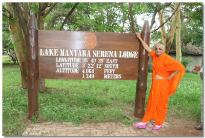 Divine darshan of Acharya Swamishree at Lake Manyara Serena Lodge
