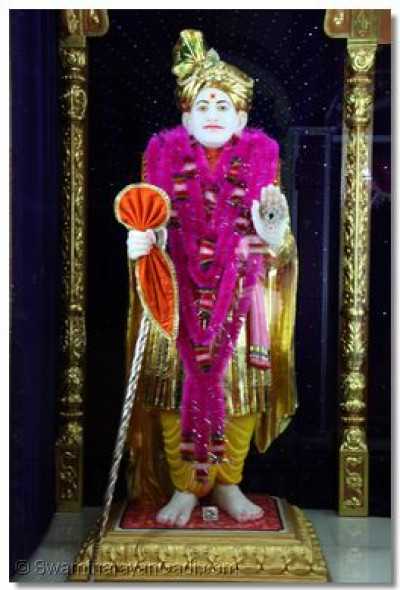 Divine darshan of Jeevanpran Abji Bapashree.