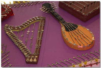 A closer look of the musical instruments.