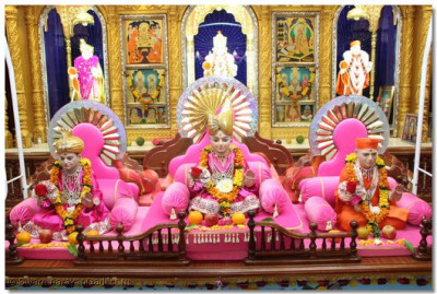 Divine Darshan of the Trimurti on the hindola.