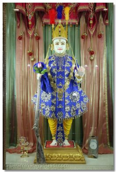 Divine darshan of Lord Swaminarayan on Sadguru Din