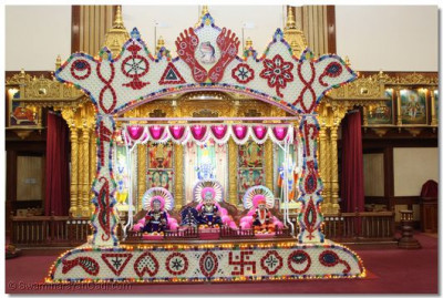 Threads and beads used to make design of Lord Swaminarayan's 16 'cheens' on His lotus feet