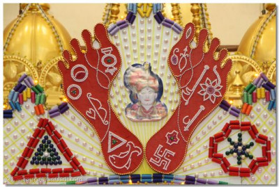 Part of the decoartion reflecting Lord Swaminarayan's 16 'cheens' on His lotus feet