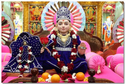 Divine darshan of Hari Krishna Maharaj and Ghanshyam Maharaj on the hindola