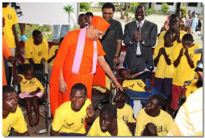 Acharya Swamishree gives His Divine darshan to special students