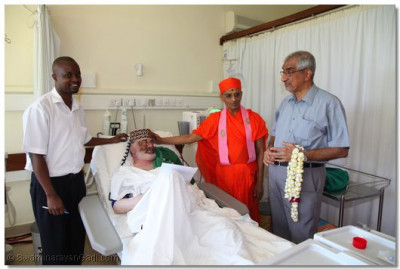 Acharya Swamishree blesses one of the patients in the new dialysis ward