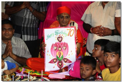 Devotees of Mombasa present the 70th Birthday card to Acharya Swamishree