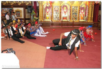 Devotees perform a dance before commencement of samuh raas