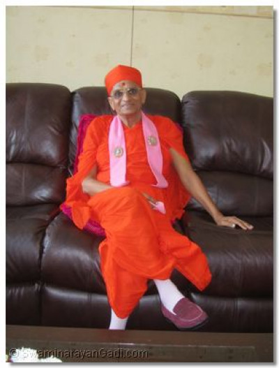 Acharya Swamishree at the airport's waiting room