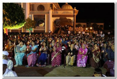 The young and the old, everyone took part in the aarti