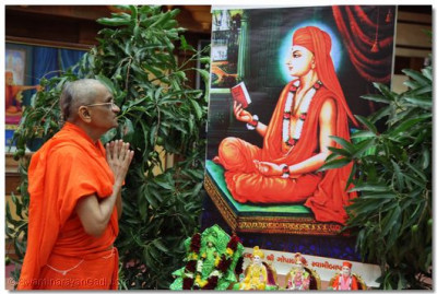 Acharya Swamishree taking blessings from Gopalanand Swami
