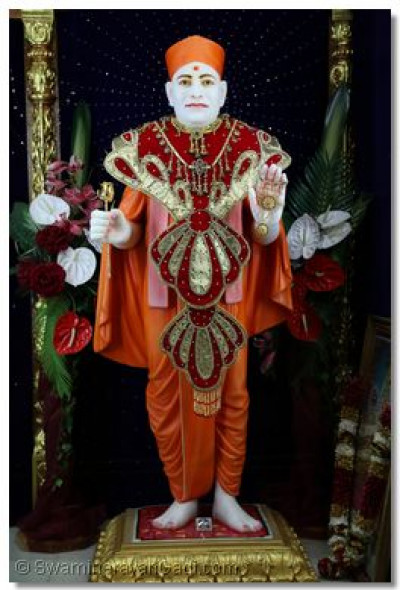 Divine darshan of Shree Muktajeevan Swamibapa.