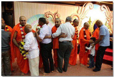 Presentation of garlands and bouquets to Bapa by the loving devotees.