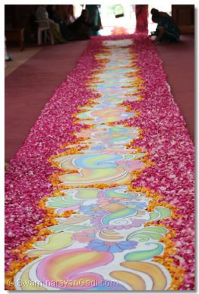 Display of the chalk and flower rangoli.