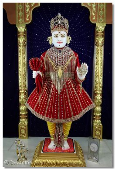 Divine darshan of Lord Swaminarayan.