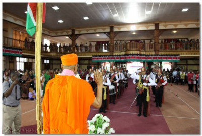 The band performs salutations to Achary Swamishree.