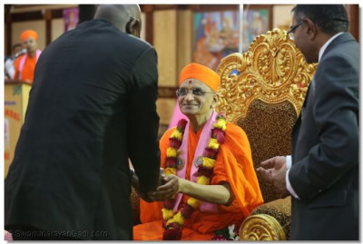 Acharya Swamishree blesses the guest.