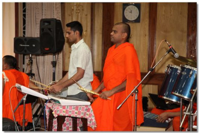 Devotees and sants playing various musical instruments for the raas.