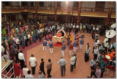 Devotees play raas to please Swaminarayanbapa Swamibapa.