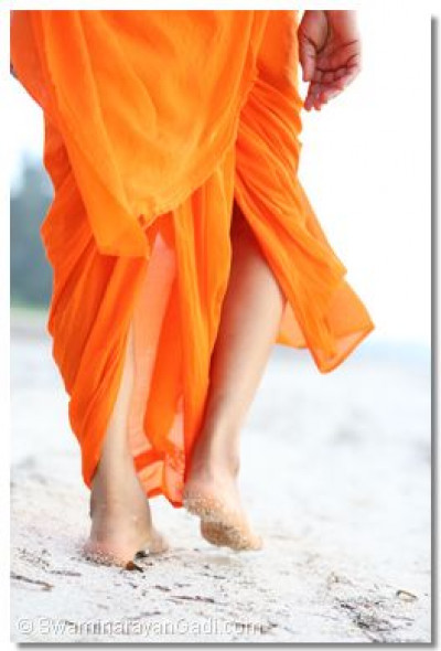 Acharya Swamishree taking a morning walk on the beach.