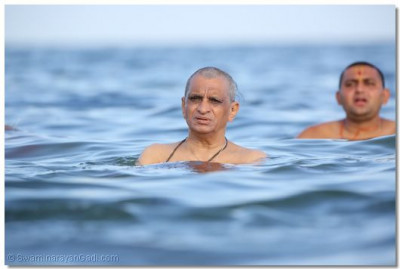 Acharya Swamishree,sant and devotees go for a swim in the Indian ocean.