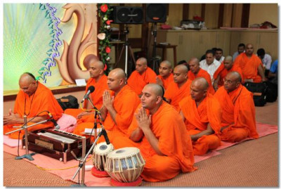 Sants pray to Swaminarayan bhagwan for Acharya Swamishree's constant good health.