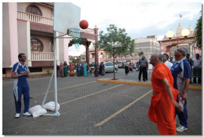Acharya Swamishree does the opening of netball tournament.