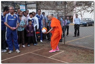 Acharya Swamishree does the opening of volleyball tournament.