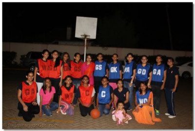 A group photo of participants for netball tournament.
