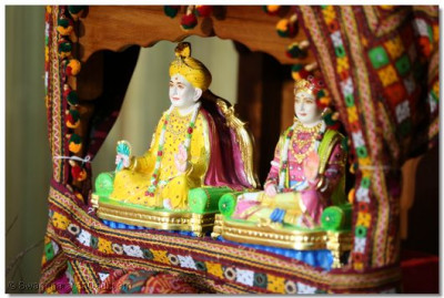 Divine darshan of Lord Shree Swaminarayan Bhagwan and Jeevanpran Shree Abjibapashree.