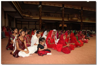 The young devotees that took part in the presentation of the Vachanamrut.