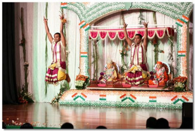 Disciples performing to please Lord Swaminarayanbapa Swamibapa.