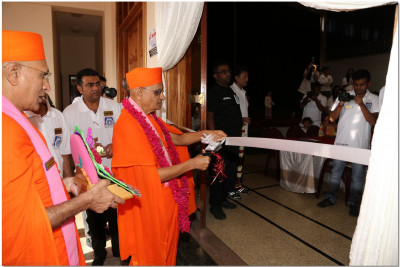 Ribbon cutting ceremony performed by Acharya Swamishree