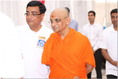 Acharya Swamishree revisits to see the progress