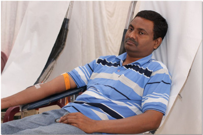 Donors donating blood