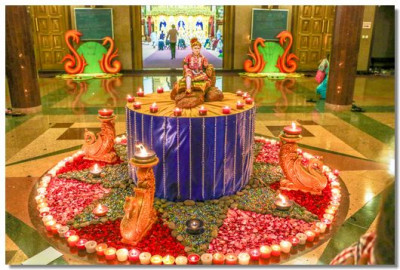 The foyer beautifully decorated with candles surrounding Lord Shree Swaminarayan